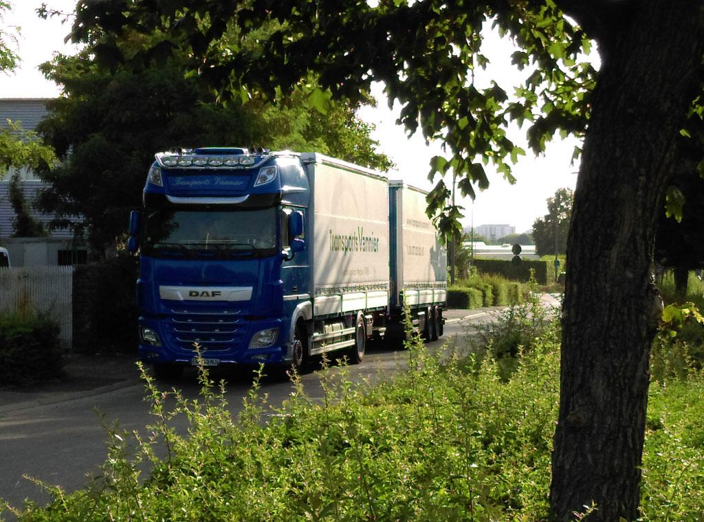 camion sur route en activité Transports Vannier